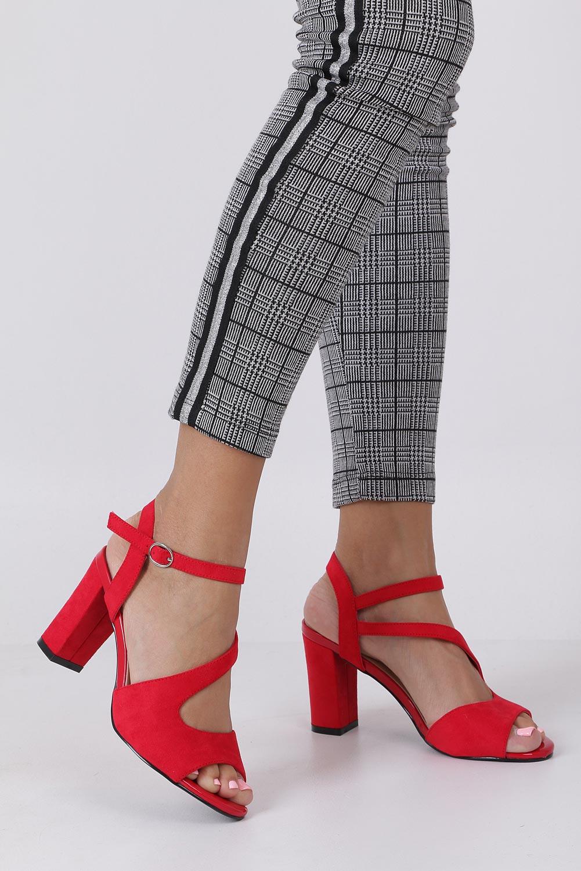 Czerwone sandały z paskiem przez środek na szerokim słupku Sergio Leone SK868 producent Sergio Leone