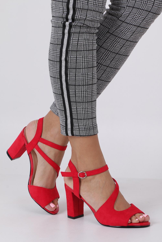Czerwone sandały z paskiem przez środek na szerokim słupku Sergio Leone SK868 sezon Lato