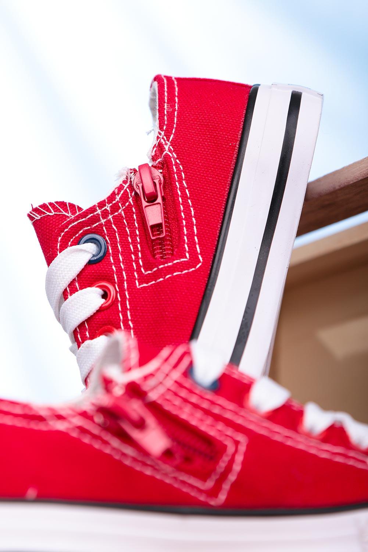 Czerwone trampki sznurowane Casu 083K
