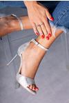 Srebrne sandały szpilki z zakrytą piętą i paskiem wokół kostki Casu 1590/1 srebrny