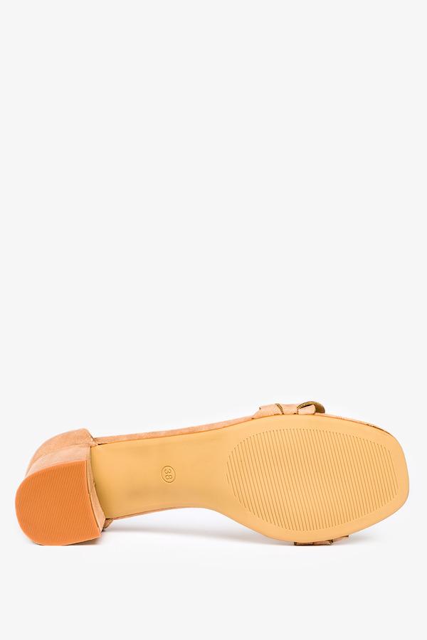 Beżowe sandały na słupku z zakrytą piętą wzorek plecionki Casu ER21X13/BE