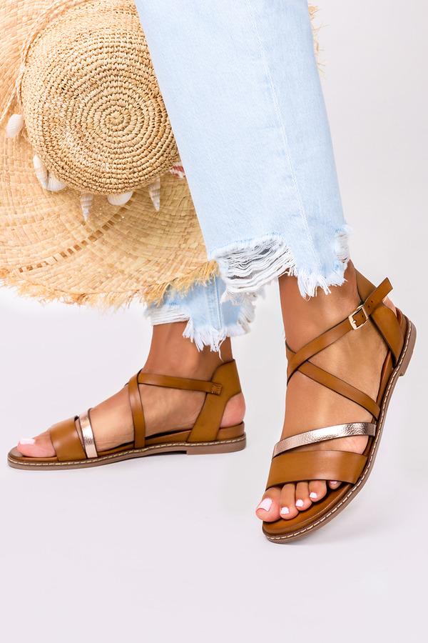 Brązowe sandały płaskie z paskami na krzyż Casu K20X8/BR brązowy