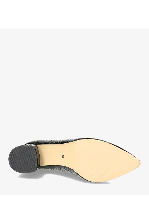 Czarne czółenka lakierowane na szerokim słupku wzór krokodyla polska skóra Casu 4040 czarny
