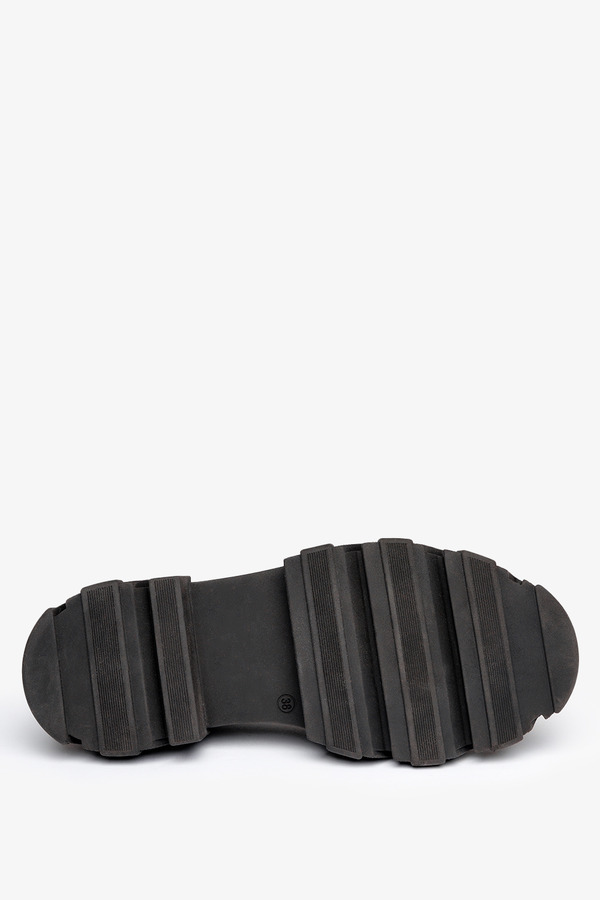 Czarne mokasyny na platformie półbuty ze złotym łańcuchem polska skóra Casu 08251/272/00/00/002 czarny