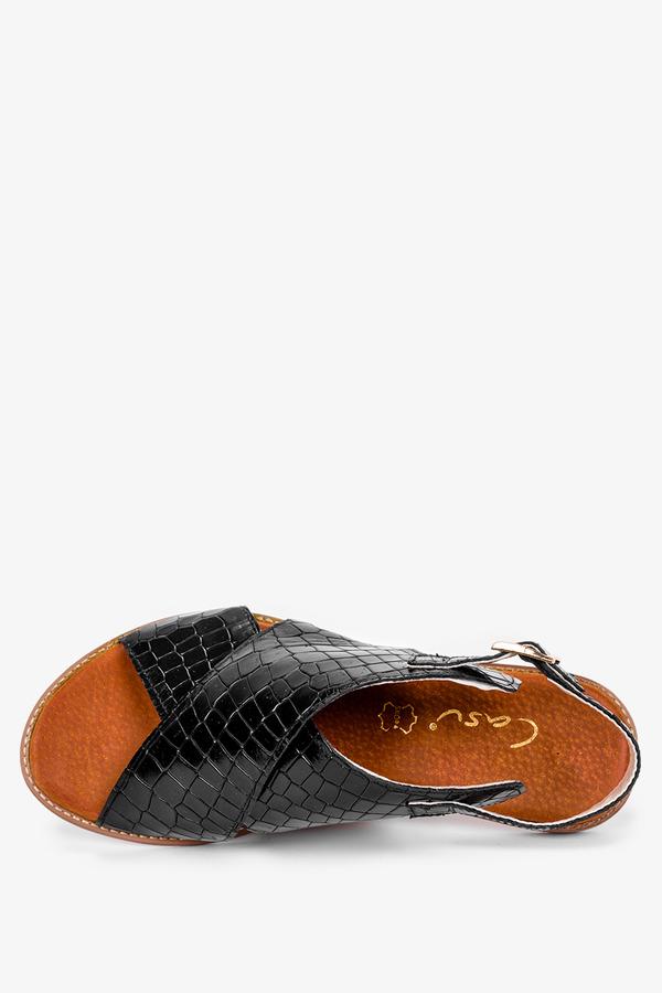 Czarne sandały płaskie z paskami na krzyż wzór wężowy polska skóra Casu 3019-0/9