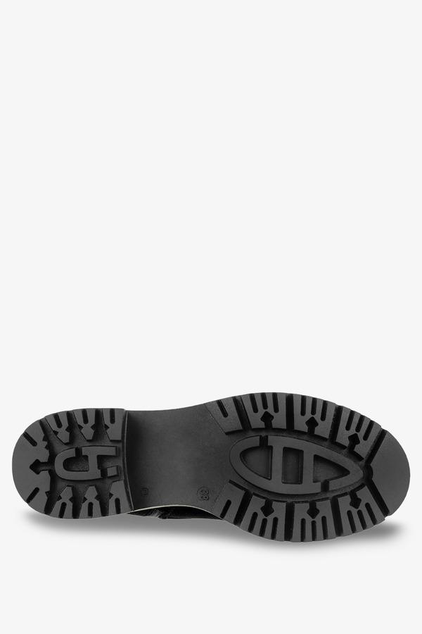 Czarne workery ażurowe z łańcuszkiem na platformie sznurowane polska skóra Casu 3030