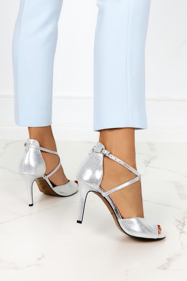 Srebrne sandały Casu na szpilce z zakrytą piętą polska skóra 2111 srebrny