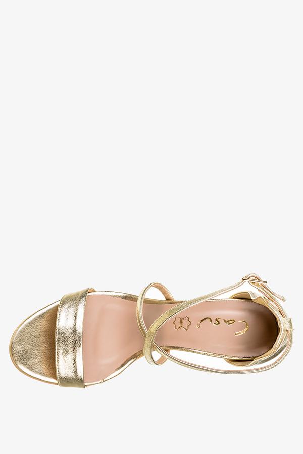 Złote sandały błyszczące z zakrytą piętą polska skóra Casu 3098