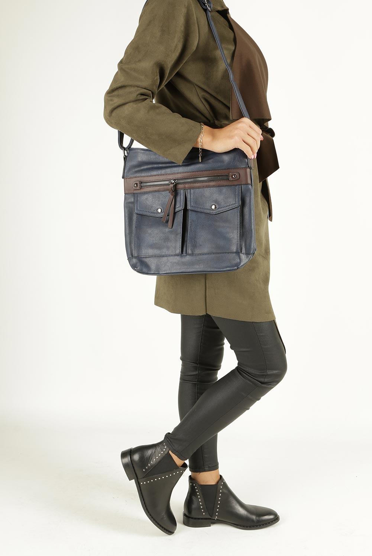 Granatowa torebka listonoszka z kieszonkami z przodu Casu 9725