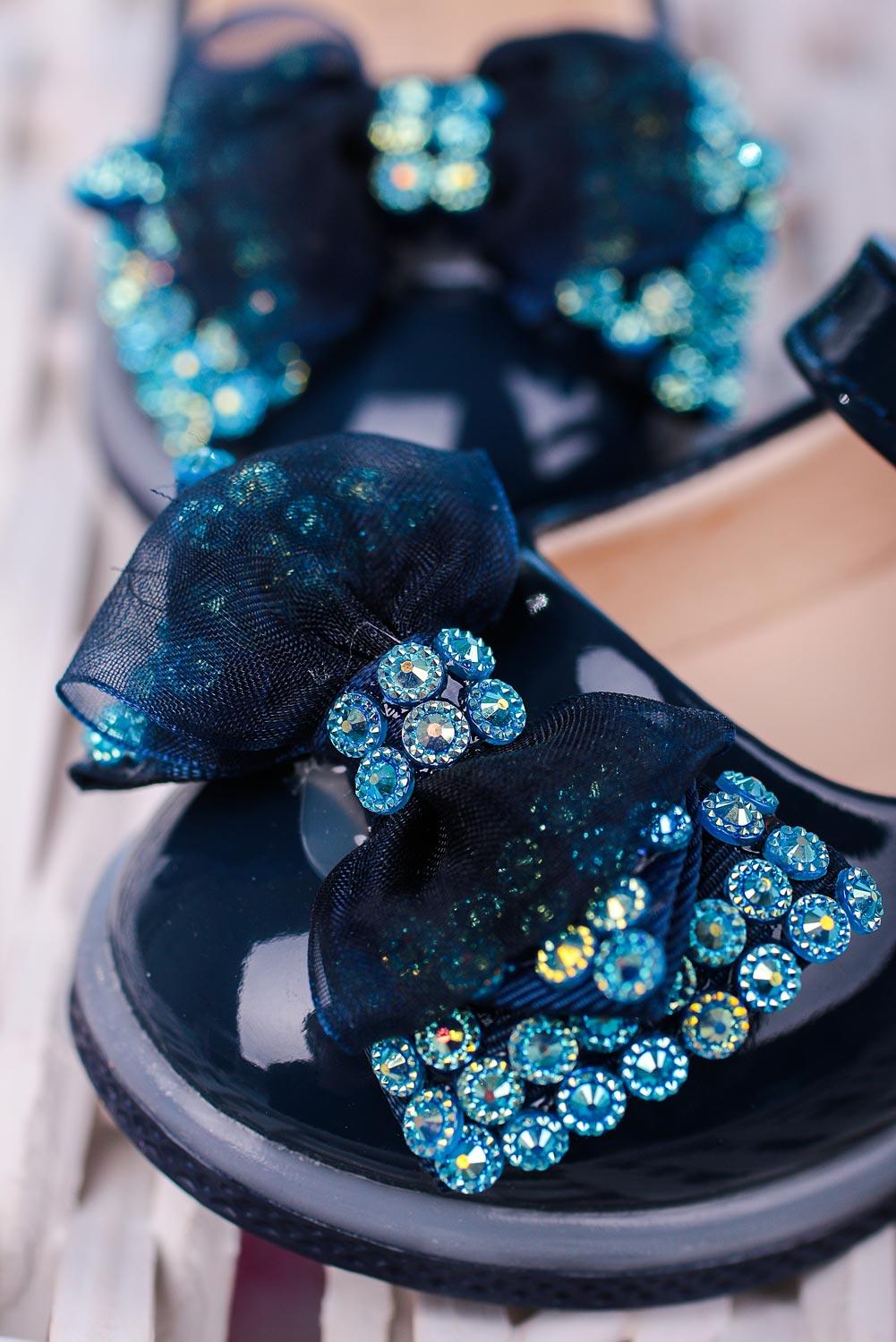 Granatowe baleriny lakierowane na rzep z kokardą i kryształkami Casu 506-6A