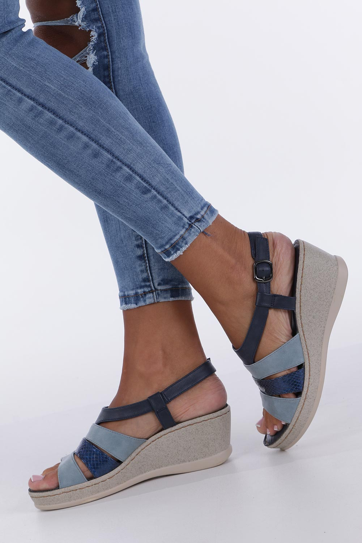 Granatowe sandały na koturnie z odkrytymi palcami Casu F19X2/N producent Casu