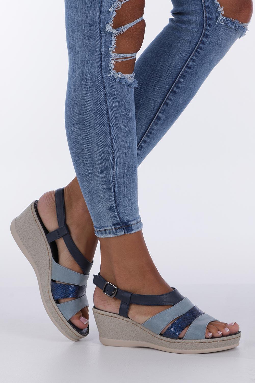 Granatowe sandały na koturnie z odkrytymi palcami Casu F19X2/N kolor granatowy, niebieski