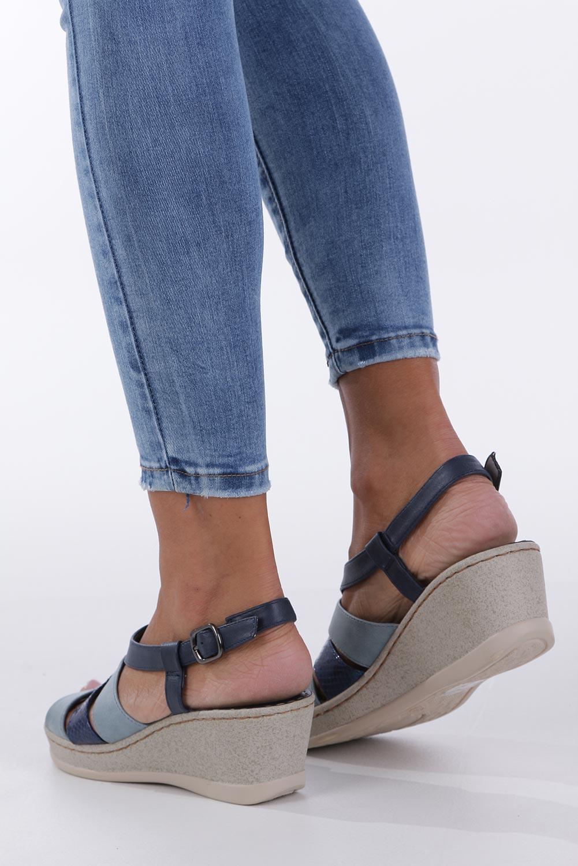 Granatowe sandały na koturnie z odkrytymi palcami Casu F19X2/N wysokosc_obcasa 6.5 cm