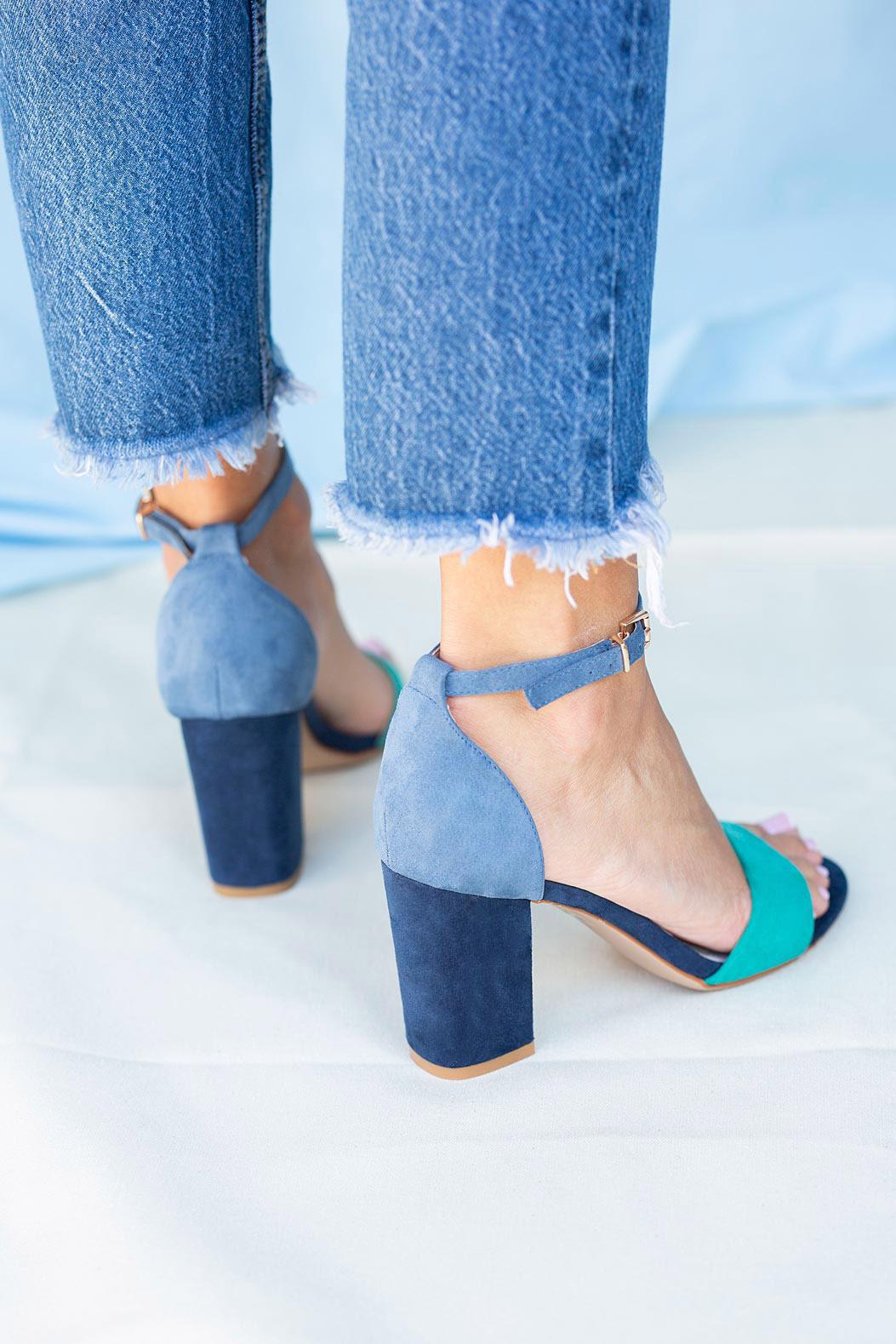 Granatowe sandały na słupku z zakrytą piętą paskiem wokół kostki ze skórzaną wkładką Casu ER20X2/N model ER20X2/N