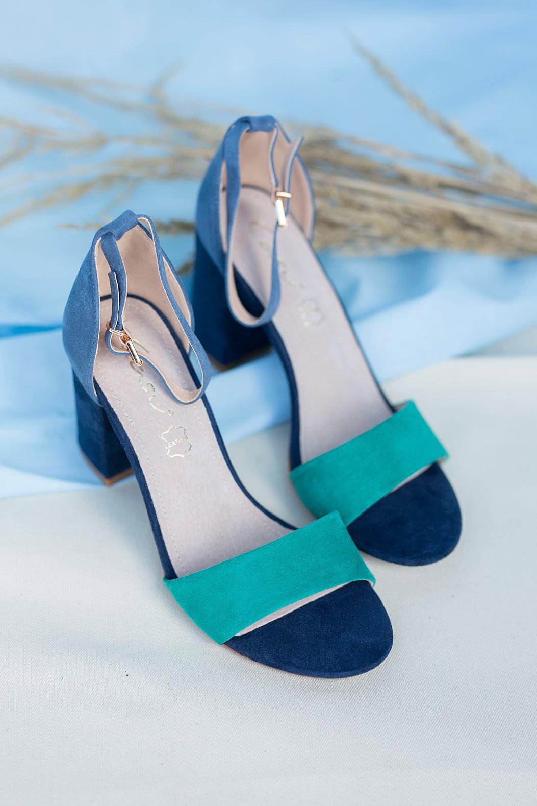 Granatowe sandały na słupku z zakrytą piętą paskiem wokół kostki ze skórzaną wkładką Casu ER20X2/N sezon Lato
