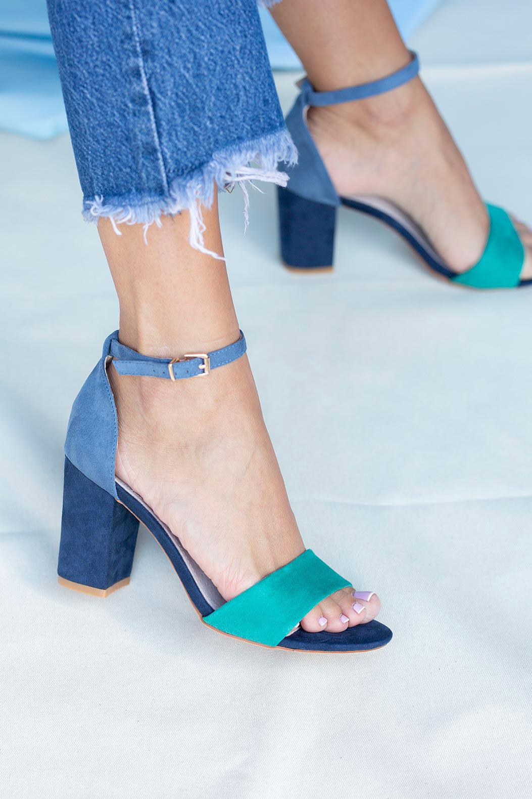 Granatowe sandały na słupku z zakrytą piętą paskiem wokół kostki ze skórzaną wkładką Casu ER20X2/N kolor granatowy, niebieski, zielony