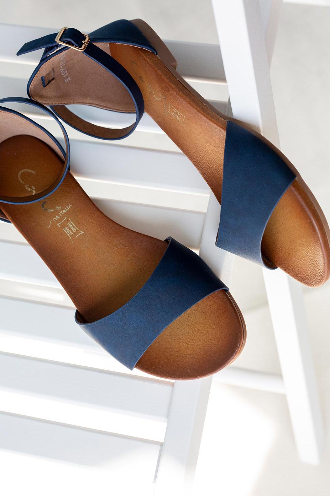 Granatowe sandały płaskie z zakrytą piętą i paskiem wokół kostki Casu K19X16/N model K19X16/N
