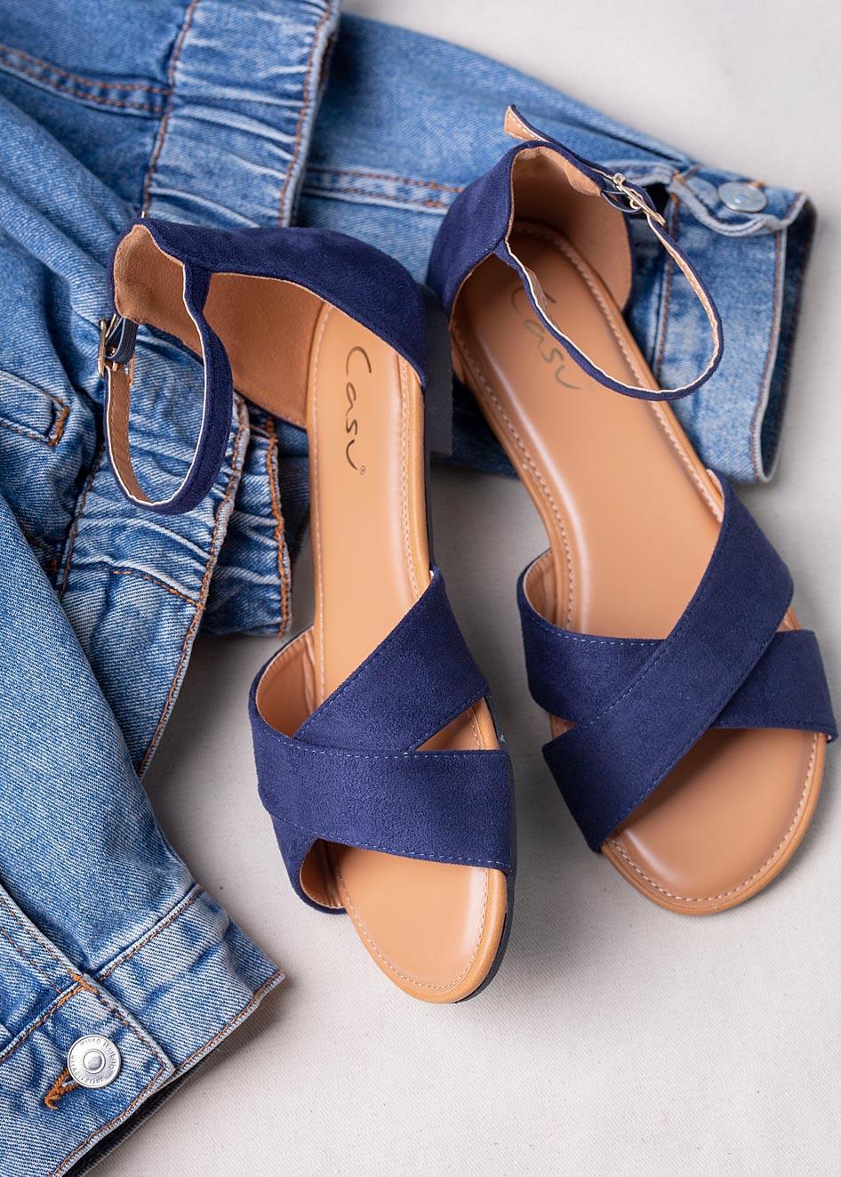 Granatowe sandały płaskie z zakrytą piętą i paskiem wokół kostki Casu RT20X2/N producent Casu