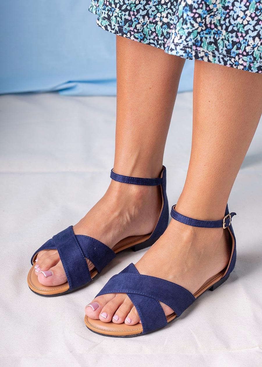 Granatowe sandały płaskie z zakrytą piętą i paskiem wokół kostki Casu RT20X2/N sezon Lato
