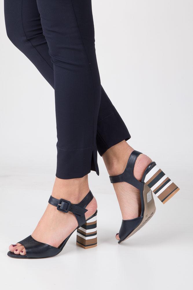 Granatowe sandały skórzane z ozdobnym szerokim obcasem Casu CAS005 model 1755/677