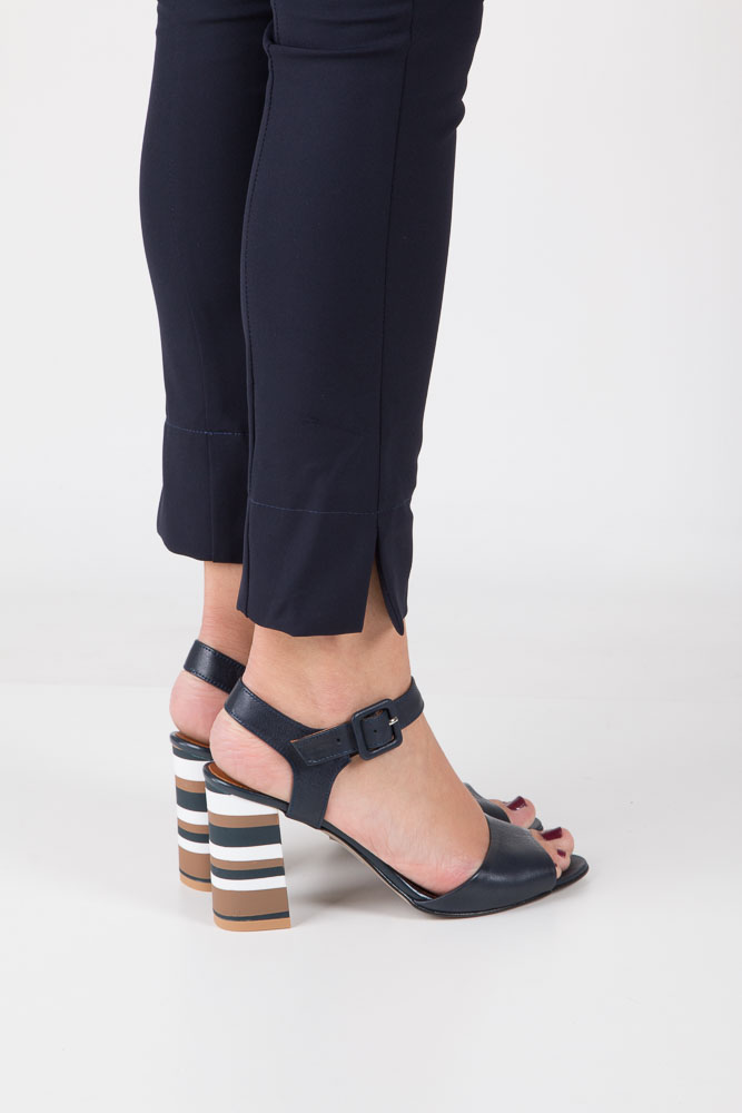 Granatowe sandały skórzane z ozdobnym szerokim obcasem Casu CAS005 wnetrze skóra
