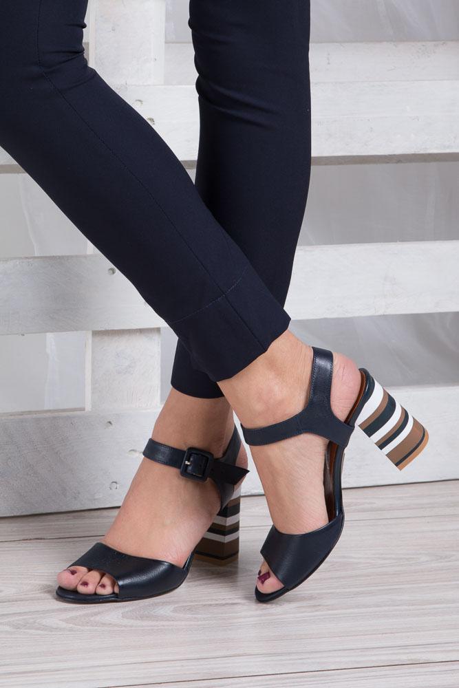 Granatowe sandały skórzane z ozdobnym szerokim obcasem Casu CAS005 wkladka skóra