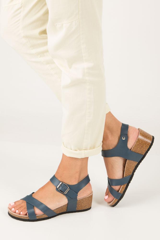 Granatowe sandały ze skórzaną wkadką na koturnie z korka Casu B18X5/N model B18X5/N