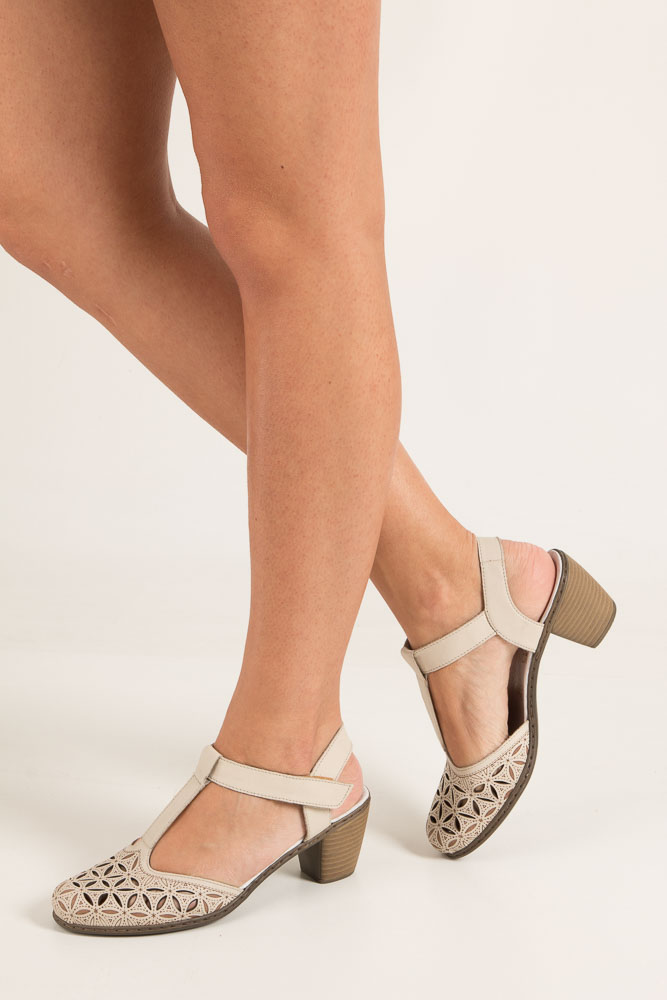 Kremowe sandały ażurowe na niskim obcasie Rieker 40995-80