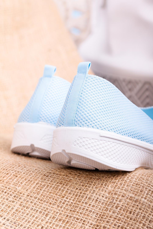 Niebieskie buty sportowe wsuwane slip on Casu 11004-4 jasny niebieski