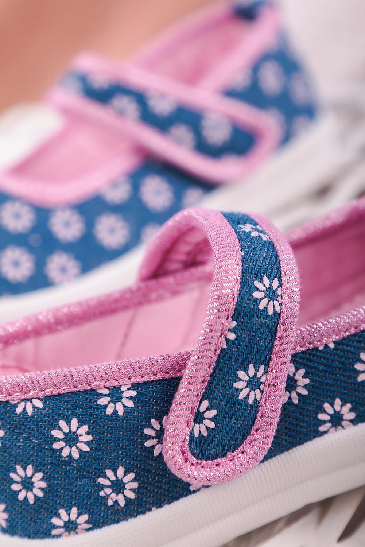 Niebieskie kapcie jeansowe w kwiatki na rzep Casu ZC39 niebieski