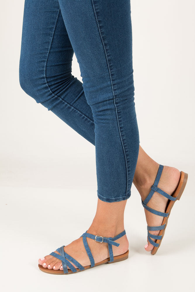 Niebieskie lekkie sandały płaskie z paskami trzymającymi stopę Casu K18X4/BL