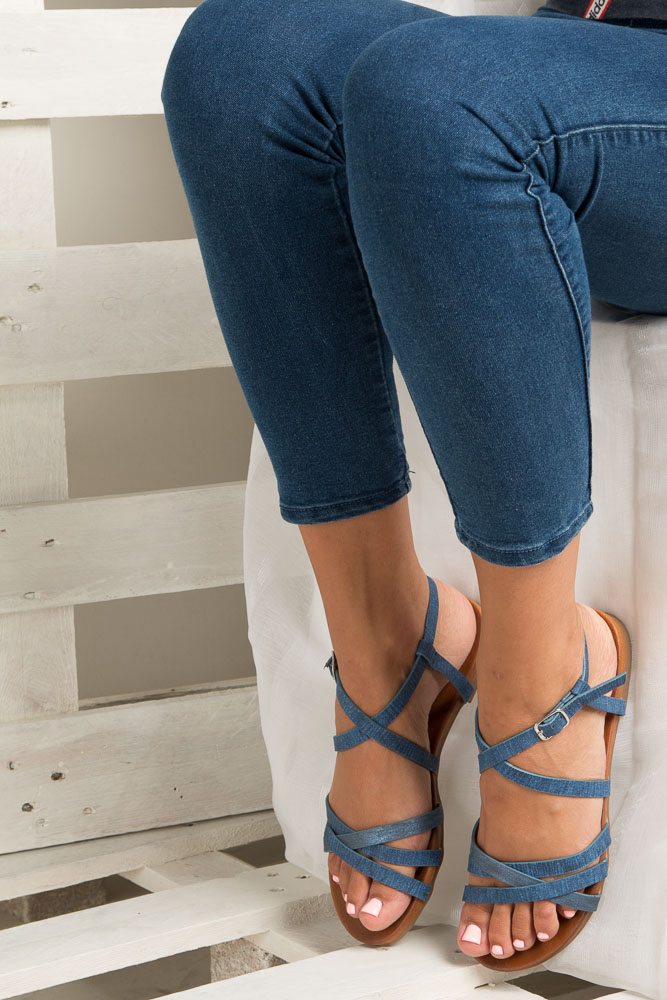Niebieskie lekkie sandały płaskie z paskami trzymającymi stopę Casu K18X4/BL wkladka skóra ekologiczna