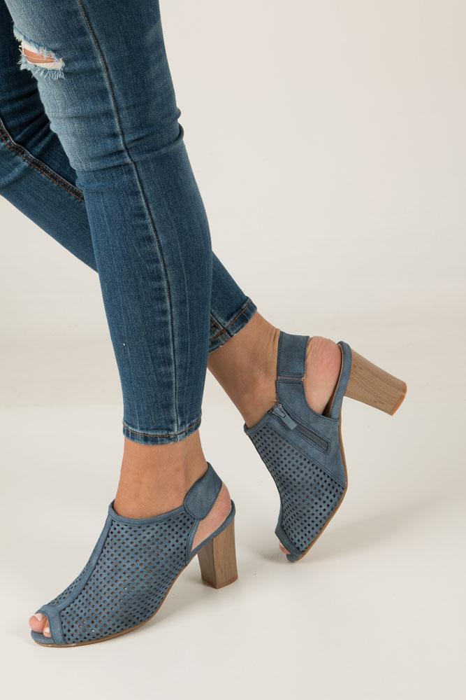 Niebieskie sandały ażurowe na obcasie Jezzi SA107-2 niebieski