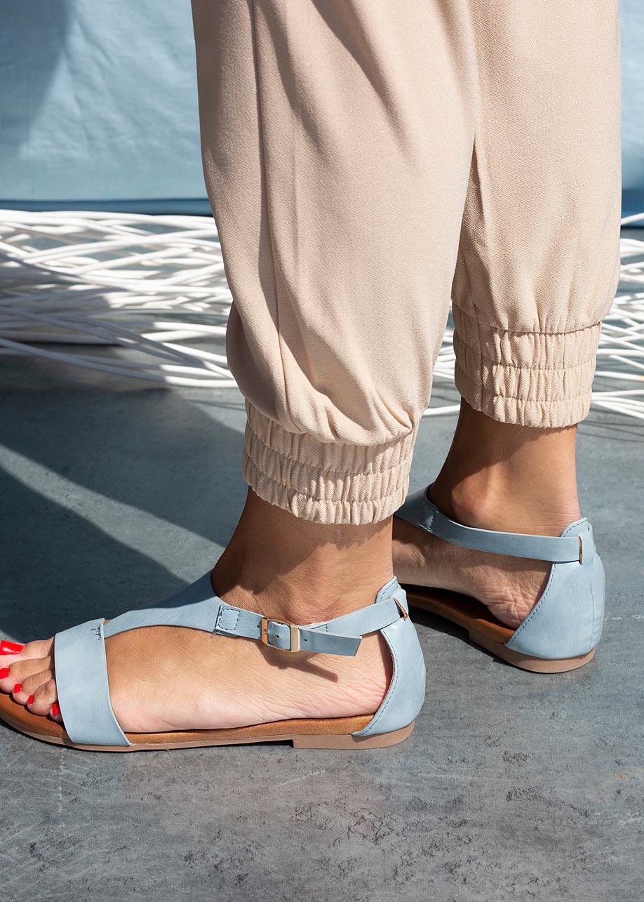 Niebieskie sandały płaskie z zakrytą piętą Casu K20X4/BL kolor niebieski