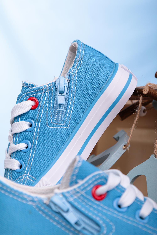 Niebieskie trampki sznurowane Casu 083K niebieski
