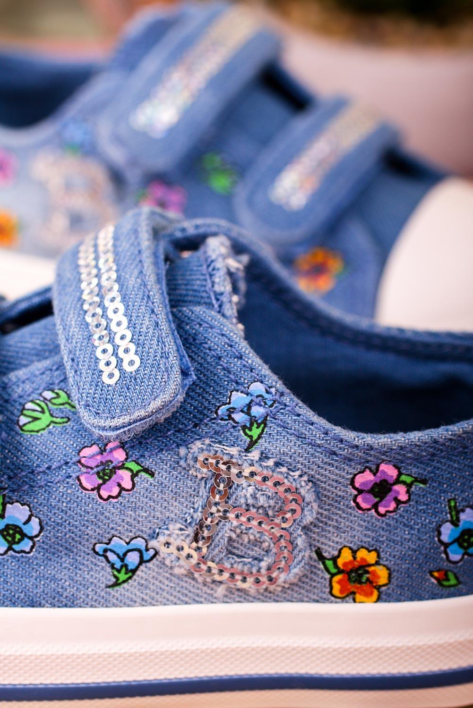 Niebieskie trampki w kwiatki na rzepy Casu 20W10/LB niebieski