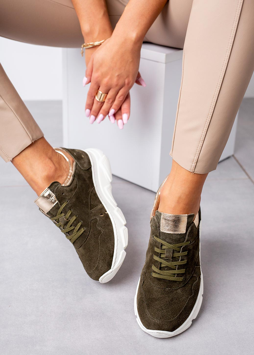Oliwkowe sneakersy Kati buty sportowe sznurowane 7038