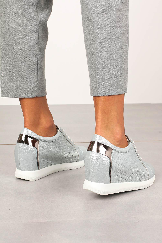 Półbuty Sergio Leone sneakersy sznurowane na ukrytym koturnie błyszczące niebieskie SP235 jasny niebieski