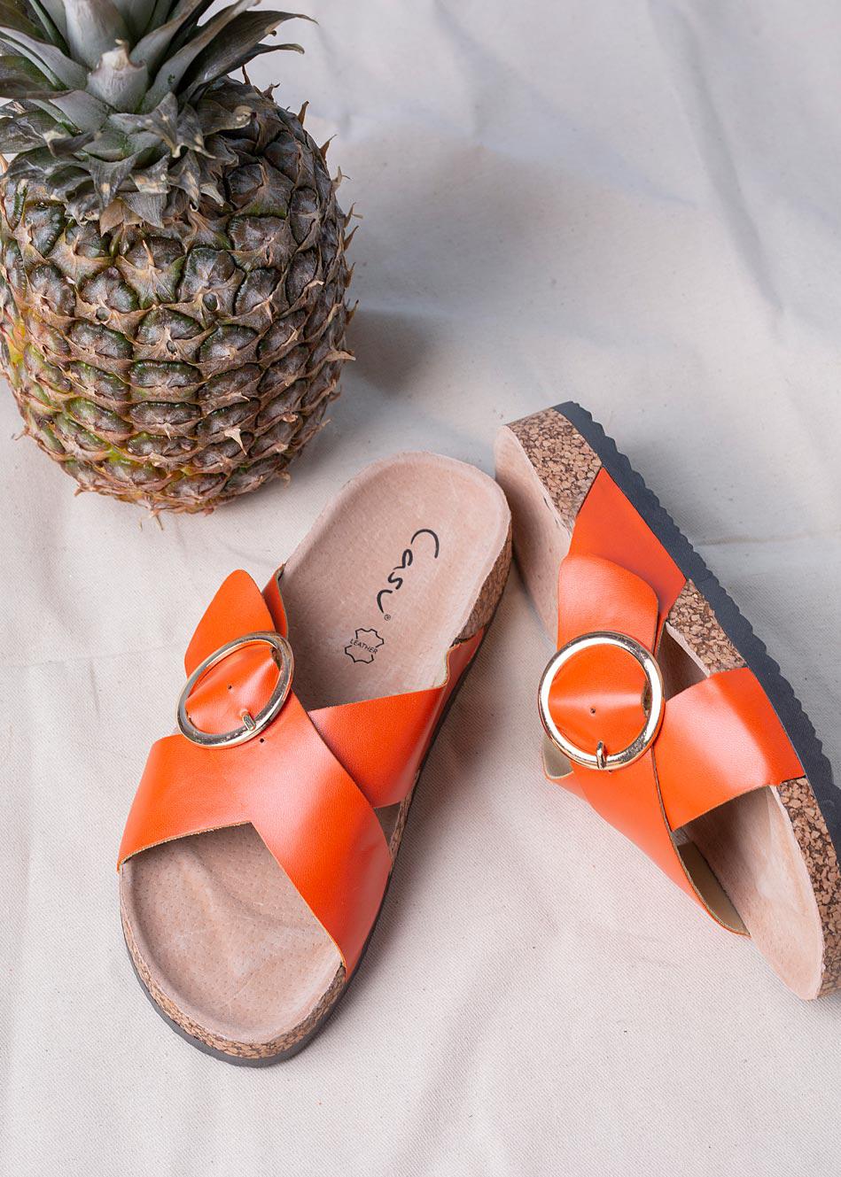 Pomarańczowe klapki z klamerką ze skórzaną wkładką i profilowaną korkową podeszwą Casu H20X9/O pomarańczowy