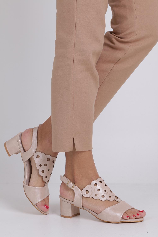 Różowe sandały ażurowe na niskim obcasie ze skórzaną wkładką Casu K19X3/P producent Casu