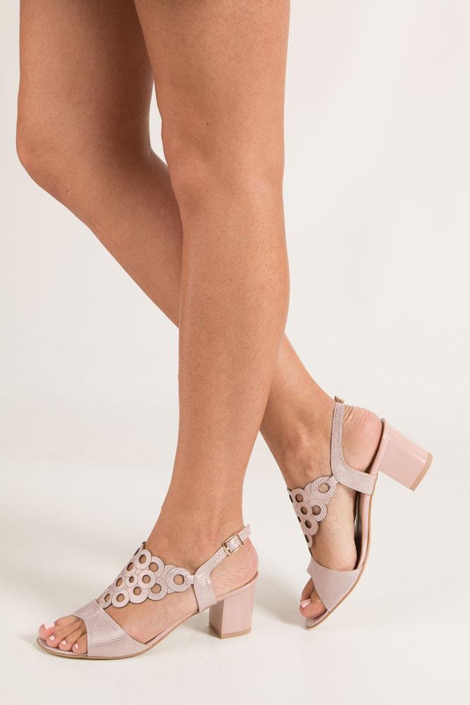 Różowe sandały ażurowe na obcasie Casu 3010 różowy