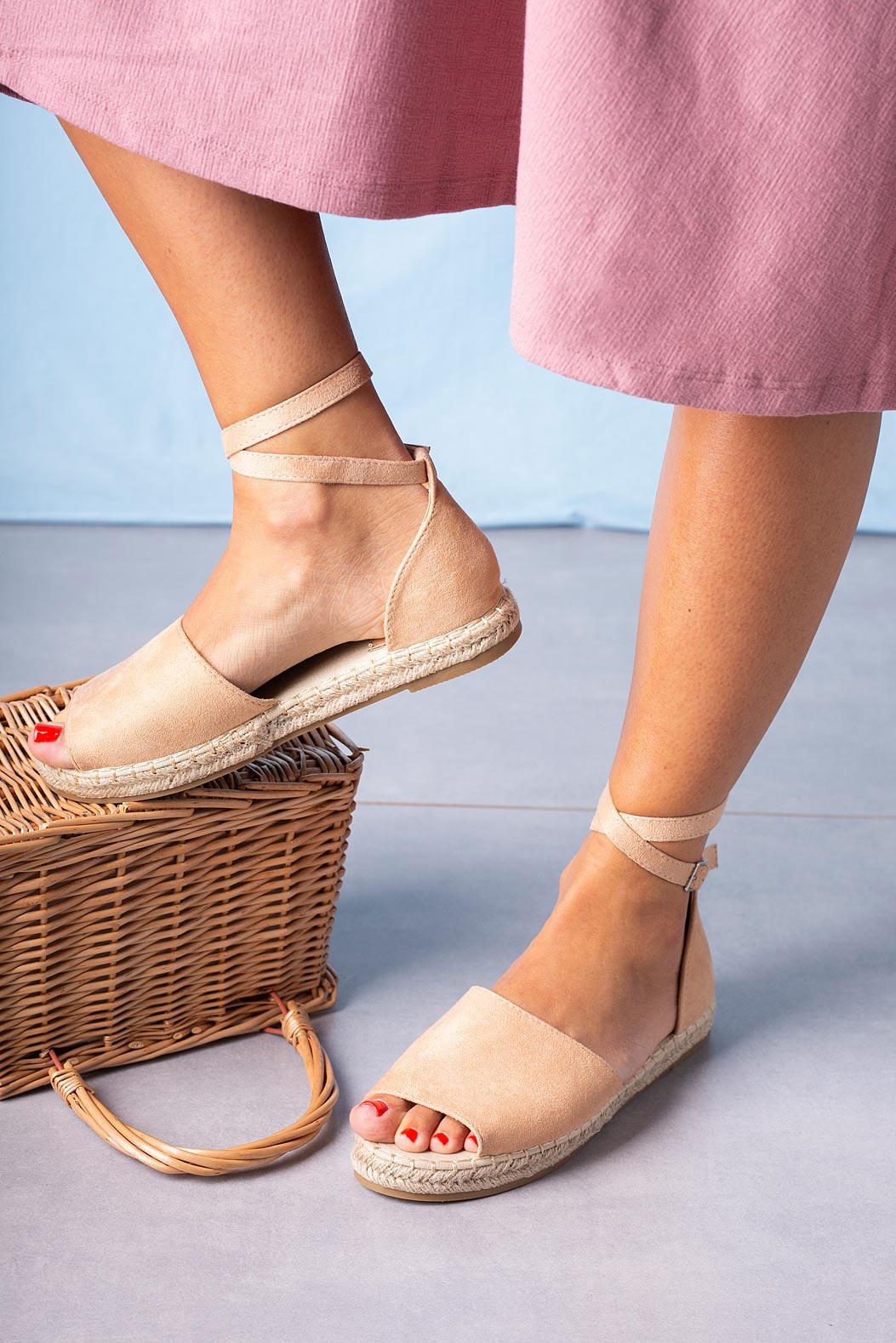 Różowe sandały espadryle z zakrytą piętą i paskiem wokół kostki Casu A20X5/P