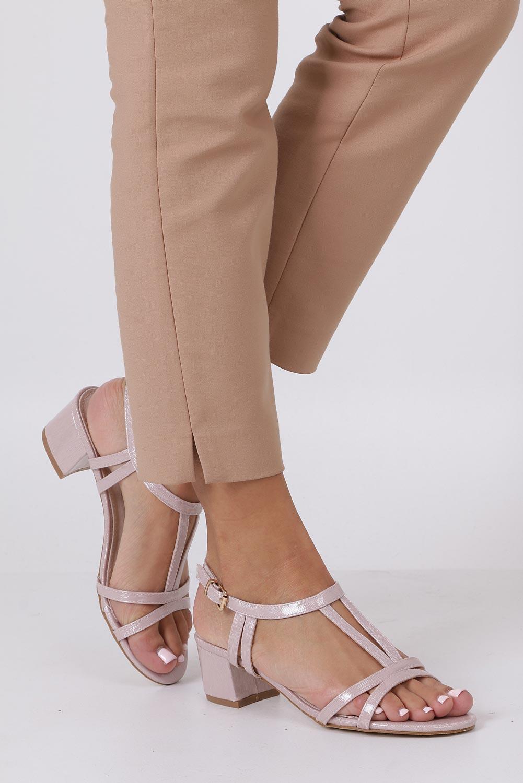 Różowe sandały lakierowane na niskim obcasie ze skórzaną wkładką Casu RT19X1/P różowy
