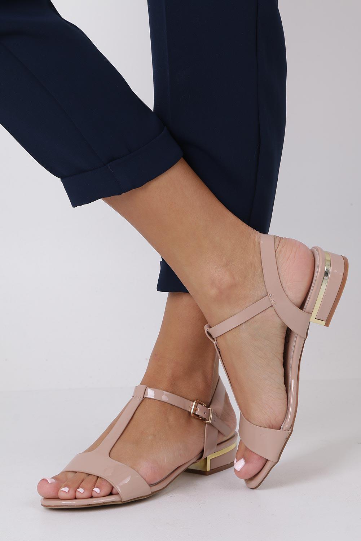 Różowe sandały lakierowane nude na niskim ozdobnym obcasie skórzana wkładka Casu R19X5/N