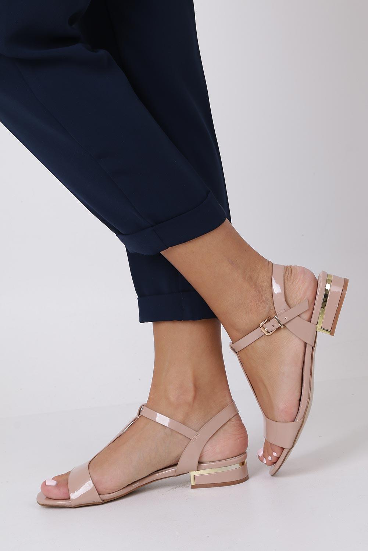 Różowe sandały lakierowane nude na niskim ozdobnym obcasie skórzana wkładka Casu R19X5/N sezon Lato