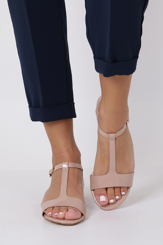 Różowe sandały lakierowane nude na niskim ozdobnym obcasie skórzana wkładka Casu R19X5/N wysokosc_obcasa 3 cm