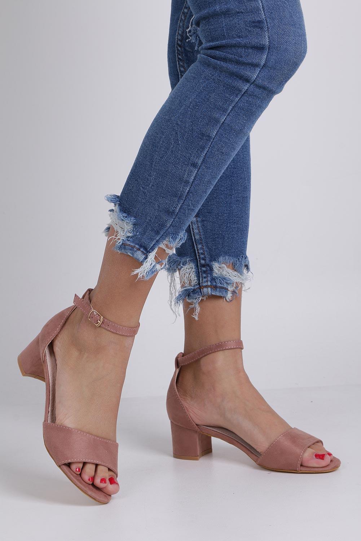 Różowe sandały na niskim obcasie ze skórzaną wkładką z zakrytą piętą pasek wokół kostki Casu K19X1/P producent Casu