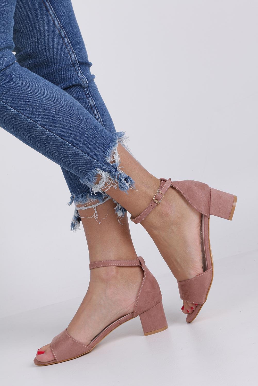 Różowe sandały na niskim obcasie ze skórzaną wkładką z zakrytą piętą pasek wokół kostki Casu K19X1/P kolor różowy