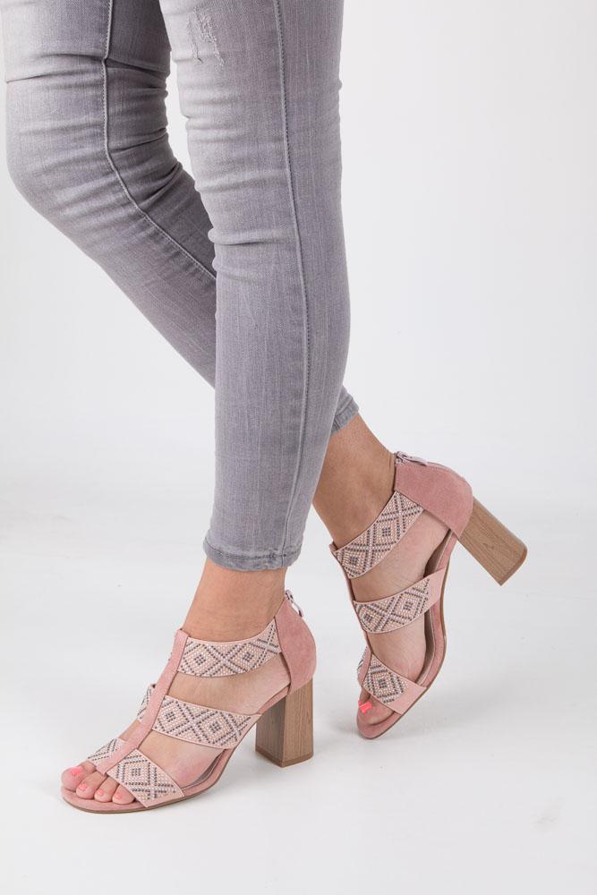 Różowe sandały na obcasie z ozdobnymi nitami Jezzi SA123-3