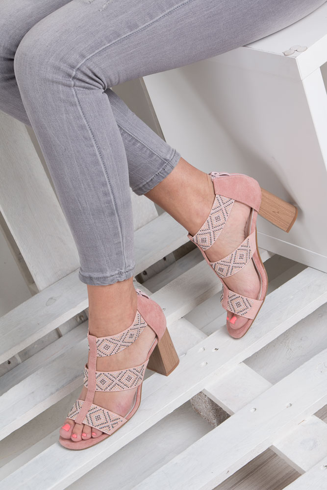 Różowe sandały na obcasie z ozdobnymi nitami Jezzi SA123-3 wierzch skóra ekologiczna